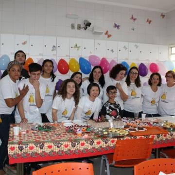Voluntárias comemoram aniversário junto das crianças da Casa Ronald