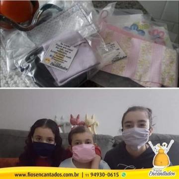 Família de Kaylaine recebe nossas Máscaras Encantadas assim como nossas orações!