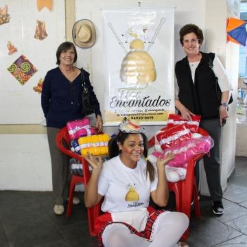 Clube das Madrinhas e Tecnoplac fazem doação para o Fios Encantados